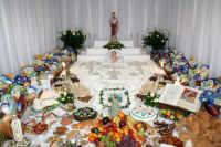 Altare di San Giuseppe, riccamente addobbato.  - Niscemi (20125 clic)