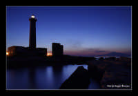 Faro di Augusta al tramonto. sullo sfondo a destra l'ETNA  - Augusta (7696 clic)