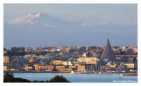 Siracusa - scorcio del porto grande e dell'etna  - Siracusa (4890 clic)