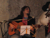 Il cantautore Domenico Mimi' Sterrantino. NATALE 2007 - Pastorale a Castelmola con vari presepi caratteristici per le vie del paese.    - Castelmola (3498 clic)