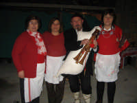 Cuoche e zampognaro. NATALE 2007 - Pastorale a Castelmola con vari presepi caratteristici per le vie del paese.   - Castelmola (3253 clic)