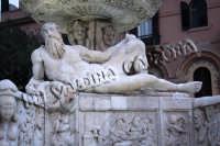 Parti della magnifica fontana in Piazza Duomo a Messina. Gennaio 2008- ph Valdina Calzona  - Messina (1797 clic)