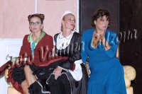 Eva Robin's,Tiziana Sensi e Caterina Costantini durante la commedia teatrale: 8 donne e un mistero-Agosto 2007  - Zafferana etnea (4488 clic)