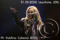 La bellissima Patty Pravo in concerto a Villa Gussio-Leonforte (EN) Ph Valdina Calzona   - Leonforte (1439 clic)