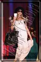 Sfilata di moda a piazza universita'. Ph Valdina calzona 2009  - Catania (2676 clic)