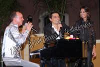 Gigi D'Alessio e Anna Tatangelo con Salvo La Rosa nella serata finale di Insieme. 12 Giugno 2008 Ph Valdina Calzona  - Catania (1405 clic)