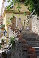 Una caratteristica scalinata di Via Teatro Greco. Giugno 2008 Ph Valdina Calzona  - Taormina (2102 clic)