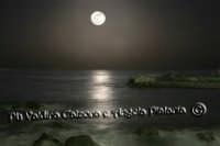 Lungomare di AciCastello in una bellissima notte di Aprile...Ph Valdina Calzona e Angela Platania  - Catania (3459 clic)