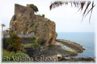 Un'altra visione del meraviglioso Castello sul mare di Acicastello.. Ph Valdina Calzona 2009  - Aci castello (3400 clic)