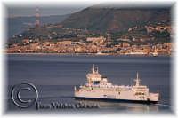 In un freddo pomeriggio di novembre un bellissimo panorama della calabria visto dalla zona panoramica di messina. Ph valdina Calzona 2008  - Messina (1672 clic)