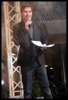 Marco Liorni presentatore della Sfilata di moda al Centro Commerciale I Portali..San Giovanni La Punta. Ph Valdina Calzona 2009  - Catania (2887 clic)