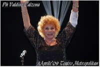 La Grandeeee Signora della musica italiana. Ornella Vanoni in concerto al teatro metropolitan di Catania. Aprile 2009 Ph Valdina Calzona  - Catania (3762 clic)