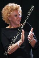 La grande signora della musica italiana Ornella Vanoni in p.zza universita' per la serata in omaggio a rosa balistreri. 31 maggio 2008- ph Valdina Calzona  - Catania (1207 clic)
