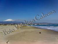 Spiaggia della playa di catania con vista etna. ph valdina calzona  - Catania (2598 clic)