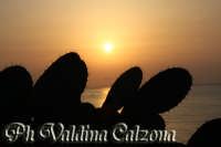 L'alba di Acicastello.. Agosto 2008 Ph Valdina Calzona  - Aci castello (1459 clic)