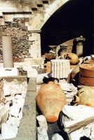 Cortile interno del Castello Ursino, reperti acheologici di varie epoche.  - Catania (5964 clic)