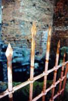 Il cancello d'ingresso al Pozzo di Gammazita, giovane virtuosa catanese suicidatasi per sfuggire alle insidie di un soldato angioino.  - Catania (3511 clic)