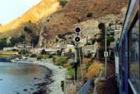 L' EXP, il mare e il segnale di protezione della stazione di Taormina-Giardini.  - Giardini naxos (9998 clic)