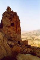 L'inespugnabile (fino all' arrivo degli arabi) castello rupestre.  - Gagliano castelferrato (3609 clic)