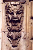particolare di un palazzo barocco  - Catania (2705 clic)