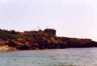 Bunker tedesco della II Guerra Mondiale nei pressi della foce del fiume Cassibile. Le nostre coste sono ancora disseminate di queste testimonianze.  - Cassibile (6298 clic)