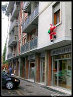 Al ladroooooo... curiose decorazioni natalizie!  - Catania (3266 clic)
