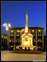 Il famoso Liotru di Piazza Duomo fotografato nell'ora blu...  - Catania (2398 clic)