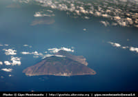 Isole Eolie. Veduta aerea dell'Isola di Salina  - Salina (9549 clic)