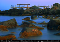 Un tratto del lungo mare di Acitrezza fotografato con un lungo tempo di esposizione e un filtro ND.  - Aci trezza (2346 clic)