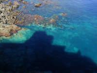 Ombra del castello proiettata sul tratto di mare sottostante  - Aci castello (3327 clic)
