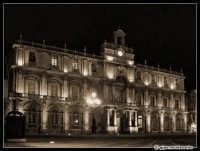 Cestino per le cartacce... (Palazzo dell'Università)  - Catania (2212 clic)