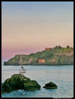 L'isola Lachea... personale interpretazione...  - Aci trezza (2065 clic)