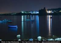 Panorama notturno della costa e del paese di Acicastello  - Aci trezza (2034 clic)