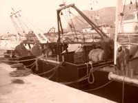 Pescherecci legati al molo di terrasini.  Foto fatta con la tecnica color seppia. TERRASINI stefy