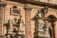 Particolare delle statue nella scalinata della chiesa di San Pietro  - Modica (2310 clic)