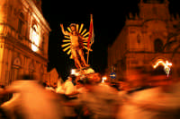 I giri in piazza Busacca  - Scicli (3526 clic)