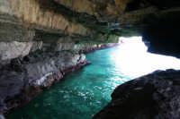 La grotta a pochi metri dalla spiaggia di Cava D'Aliga  - Cava d'aliga (8580 clic)