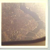 COSI' HO VISTO NEW YORK CITY DALL'ALTO DI UN BOING 747, CON TUTTI I SUOI PONTI E LE DUE TORRI GEMELLE.   - Cianciana (5280 clic)