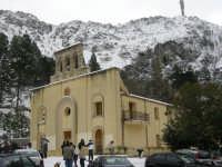 Il santuario dopo la nevicata del 14 febbraio 2009  - Borgetto (7625 clic)
