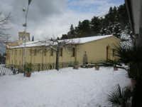 Romitello, la chiesetta imbiancata dopo la nevicata del 15 febbraio 2009  - Borgetto (6336 clic)