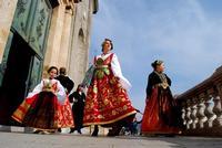 Ragazze in costume   - Piana degli albanesi (9572 clic)