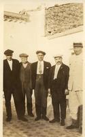 Anno 1920 circa - da sx a dx:Luca Elmo,Sebastian Elmo (mio nonno), Peppino Catanzaro, Turiddu Fazio e Angelo Adamo amici di briscola  - Motta d'affermo (3904 clic)