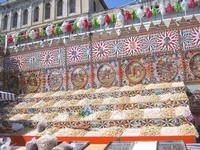 calia e simienza Palermo: spettacolare esposizione di un venditore di calia, simienza, noccioline, etc...etc.. corredata con disegni raffiguranti le gesta dei paladini Orlando e Rinaldo  - Palermo (6852 clic)