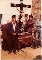 storico devoto della Santa Croce, fotografato davanti la scultura lignea (fatta con tronco di ulivo) della venerabile Statua poi misteriosamente trafugata intorno agli anni 80   - Motta d'affermo (3492 clic)