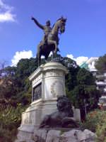 Monumento a Garibaldi che indica a Nino Bixio la nuova direzione da intraprendere pronunciando la storica frase : NINO, DOMANI A PALERMO !  - Palermo (5276 clic)