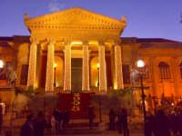 TEATRO MASSIMO - Il tempio della lirica, vestito a festa jn tono natalizio, augura un felice 2008 ||
