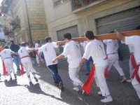 Festa di S Sebastiano - portatori del Santo ....in corsa  - Motta d'affermo (5593 clic)