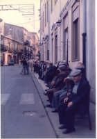 seduti davanti l'Associazione gli anziani del Paese   - Mistretta (3048 clic)