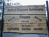 LA PICCOLA STAZIONE FERROVIARIA DISMESSA NEL 1956 SAPIENTEMENTE RISTRUTTURATA E TRASFORMATA ALBERGO-RISTORANTE  I MIEI SITI INTRNET:  http://www.facebook.com/profile.php?id=1436166951&src=fftb  http://www.facebook.com/profile.php?id=1436166951&src=fftb#/group.php?gid=42074092367&ref=share  http://www.foto-sicilia.it/fotografo.cfm?IDFotografo=1659  http://www.fotografieitalia.it/fotografo.cfm?ID=1356   - Ficuzza (3473 clic)