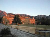 LA PALAZZINA DI CACCIA FATTA COSTRUIRE DA RE FERDINANDO DI BORBONE, RIFUGIATOSI IN SICILIA IN SEGUITO ALLA RIVOLUZIONE DI NAPOLI DEL 1799 - SULLO SFONDO LA ROCCA DI BUSAMBRA  I MIEI SITI INTRNET:  http://www.facebook.com/profile.php?id=1436166951&src=fftb  http://www.facebook.com/profile.php?id=1436166951&src=fftb#/group.php?gid=42074092367&ref=share  http://www.foto-sicilia.it/fotografo.cfm?IDFotografo=1659  http://www.fotografieitalia.it/fotografo.cfm?ID=1356   - Ficuzza (4084 clic)